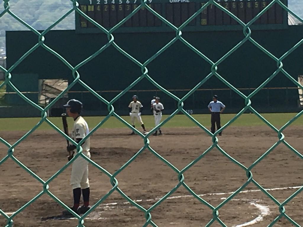 布施、先発投手がレフト線2塁打で出塁