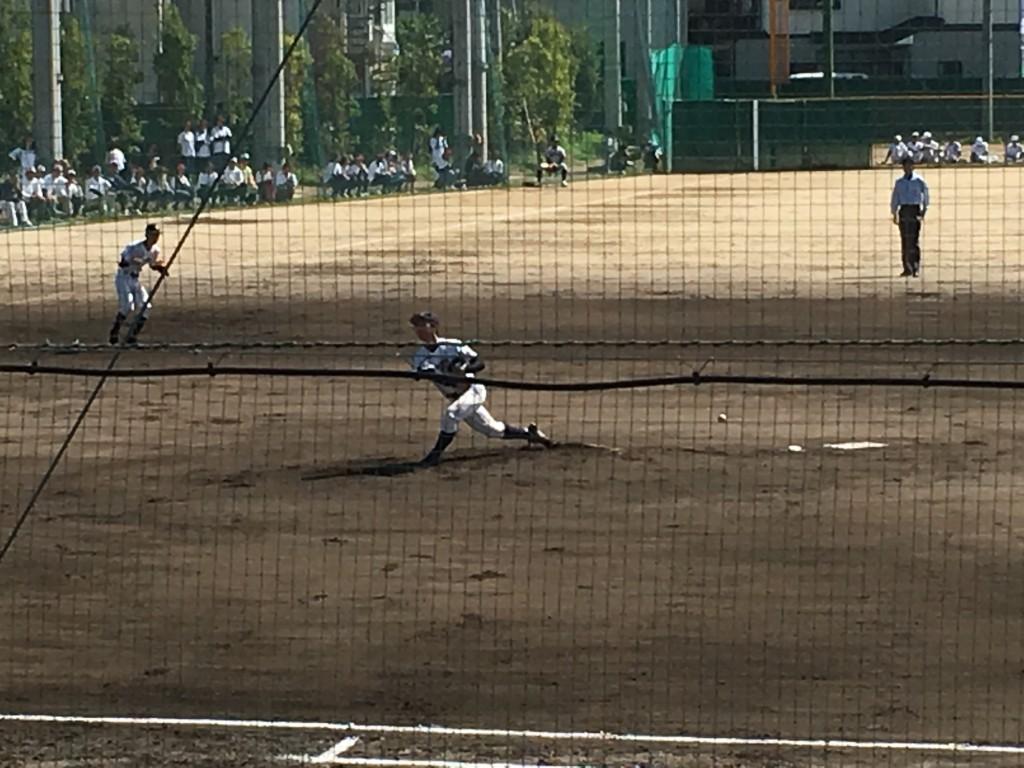 洛東、先発の背番号20の右横手投手