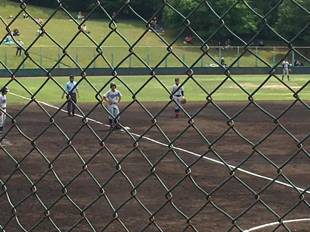 3塁に進んだ北稜・松塚選手