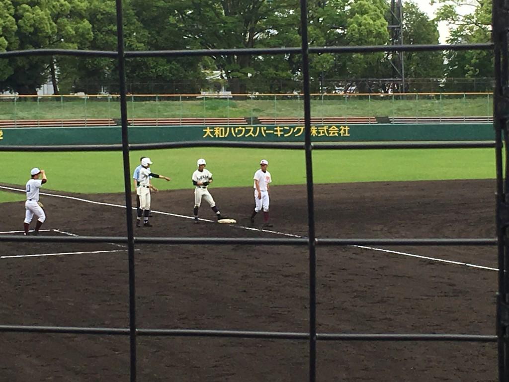 3塁打で出塁の野崎選手