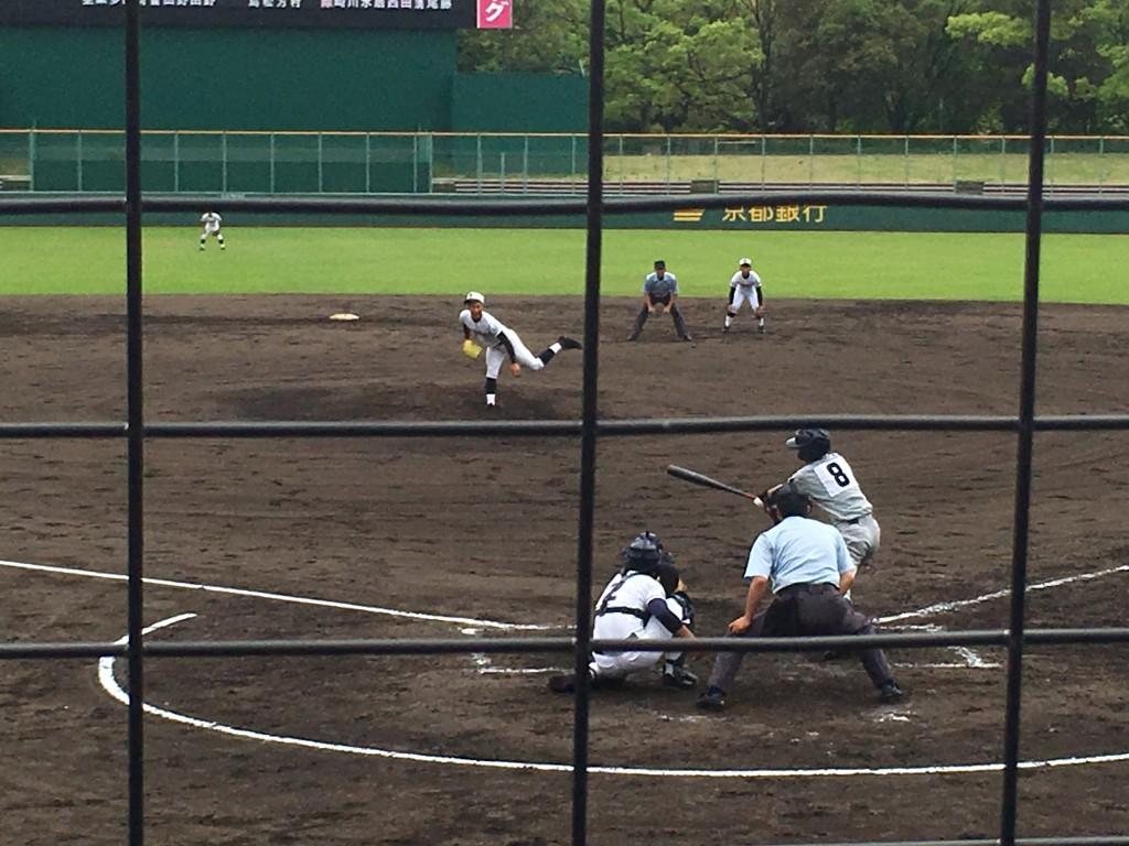 ピンチの場面、併殺打で切り抜けた日星、波多野投手