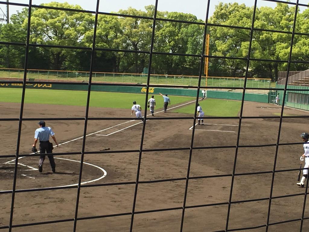 西川選手がタイムリー2塁打を放つ