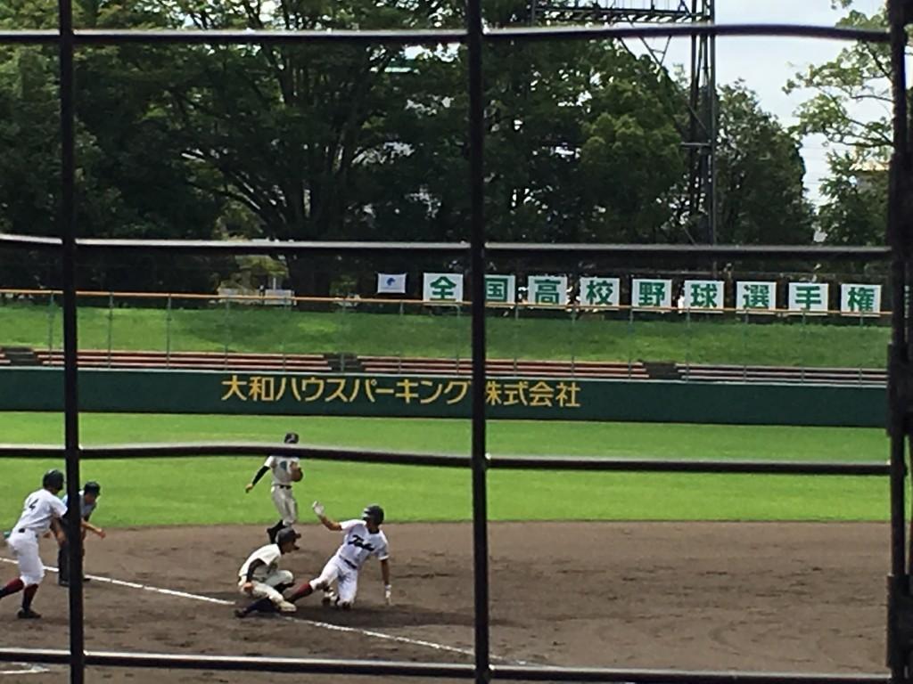 走者一掃の二塁打を放ち、3塁まで進む大友選手
