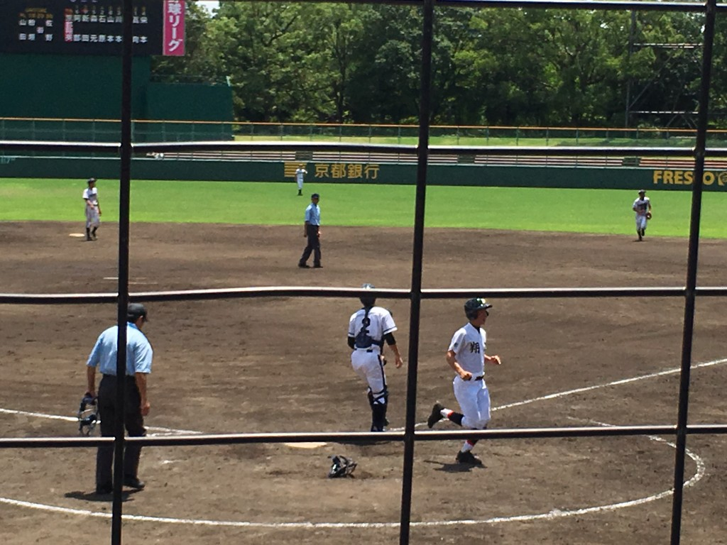 栄本選手が11点目のホームイン
