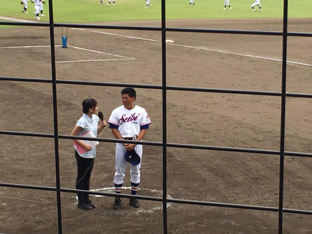 KBS京都のヒーローインタビューを受ける井本監督