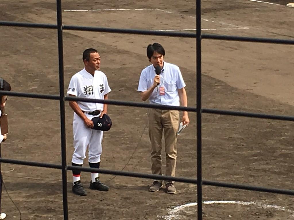 KBS京都のヒーローインタビューを受ける京都翔英、浅井監督