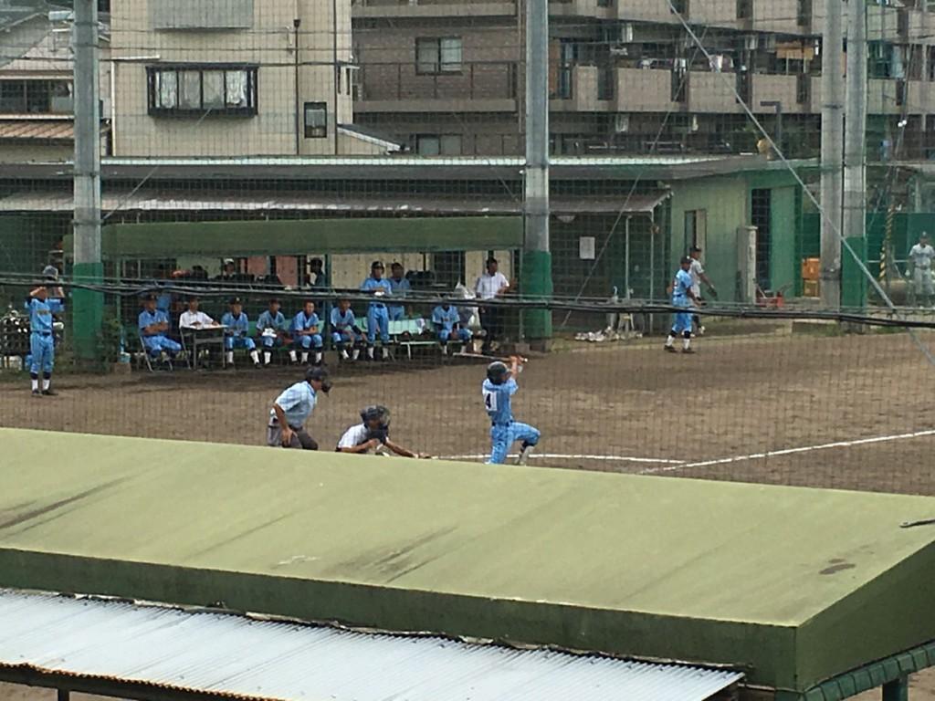 廣学館、背番号4の選手が右中間へタイムリー二塁打