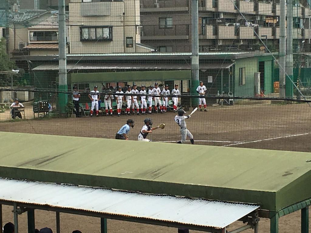 井上選手が走者一掃の3塁打を放つ
