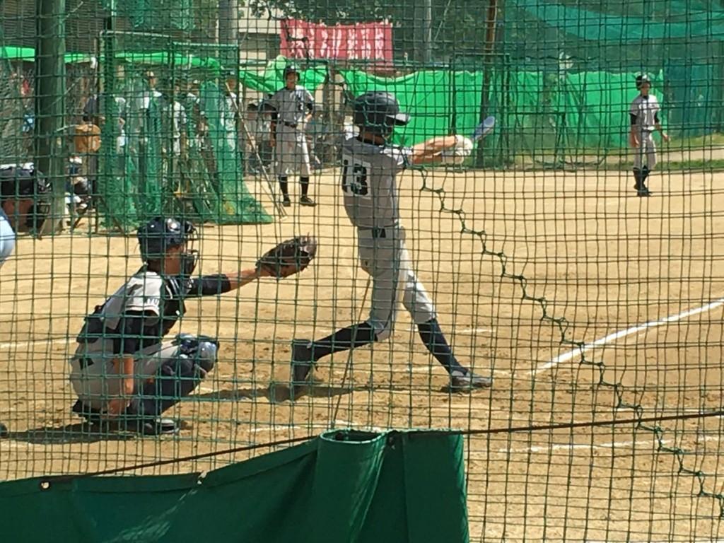 タイムリーヒットを放つ桂・内山選手